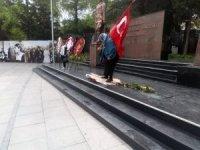 HDP çelengini kırıp, CHP çelengini deviren yaşlı kadın, adli kontrol şartıyla serbest bırakıldı