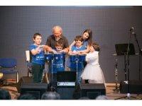 Otizm orkestrasından oluşan müzik gurubu şarkılarıyla büyüledi
