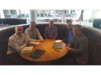 Tolunay Kafkas, İngiltere Futbol Federasyonu yetkilileri ile bir araya geldi