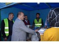 Vali Ustaoğlu iftarını çadırda vatandaşlarla birlikte açtı