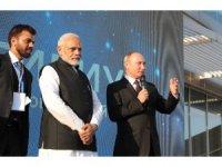 Putin ve Modi Soçi'de bir araya geldi