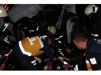 Kazada hurdaya dönen tır kabininden sağ çıktı