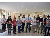 Öğrencilerden 'Uyanan Türkiye'm-15 Temmuz Destan' kitabı
