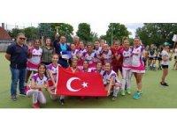 Avrupa Şampiyonu Hokeyciler Kupalarıyla Yurda Dönüyor