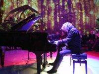 Besteci ve piyanist Tuluyhan Uğurlu: Sanatın birleştirici gücü devreye girmeli