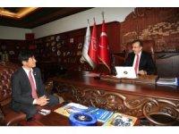Japon Büyükelçisi Miyajima, Belediye Başkanı Seçen'i ziyaret etti