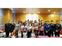 Avrupa Şampiyonu hokeyciler çiçeklerle karşılandı