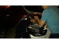 Manisa'da otomobilin kaputuna yılan girdi