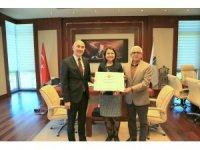 HKÜ'ye engelsiz üniversite nişanı ödülü