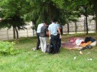 Beyoğlu'nda cami bahçesinde erkek cesedi bulundu