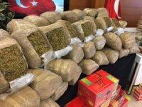 Hurma ve helva paketlerine uyuşturucu saklayan zehir tacirleri yakalandı