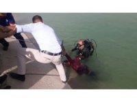 Serinlemek için su kanalına giren Suriyeli genç boğuldu