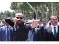 Fetih Kupası Okçuluk Yarışmaları için ilk oku Bilal Erdoğan attı