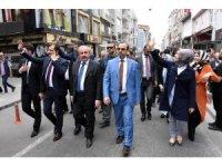 AK Partinin adayları bakan gibi karşılandı