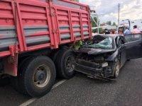 Otomobil kamyona arkadan çarptı: 5 yaralı