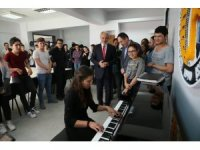 Kütahya Belediyesi'nden Ahmet Yakupoğlu Güzel Sanatlar Lisesi'ne piyano