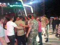 Amasya 15'inci Piyade Tugayında 81 asker sinek ilacından etkilenerek otobüslerle Devlet Hastanesine kaldırıldı. Amasya Valisi Dr. Osman Varol hastaneye gelerek olayla ilgili bilgi aldı.