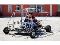 Üniversite öğrencileri, hurda parçalardan otomobil yaptı