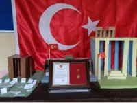 Harçlıklarını TSK'ya bağışlayan öğrencilere madalya