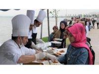 Başiskele'de 3 günde 15 bin kişi iftar sofrasında buluştu