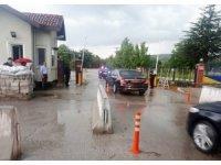 Milli Savunma Bakani Nurettin Canikli,  Elmadağ'daki MKE Barutsan Fabrikasındaki yakıt işleme merkezinde meydana gelen patlamayla ilgili inceleme yapmak üzere olay yerine geldi.