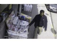 Üsküdar'da saliselik nevresim takımı hırsızlığı kamerada