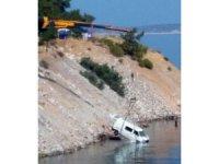 Muğla'da kamyonet denize uçtu: 2 yaralı