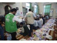 Afrin'de Türkiye'den hayırseverler iftar veriyor