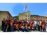 Meşaleler yakıp Galatasaray Bayrağı'nı göndere çektiler