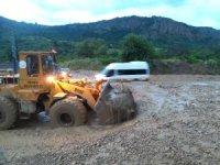 Tosya-Kastamonu yolu heyelan ve selden araç trafiğine kapandı