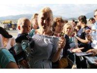 Büyük gövdeli uçakla gelen 224 Rus turist çiçeklerle karşılandı