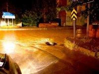 Şiddetli yağış Sungurlu'da hayatı olumsuz etkiledi