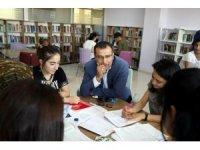 Başkan Çelik, ADEM ve Halk Kütüphanesini inceledi