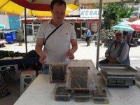 25 yıldır bal üretip satıyor