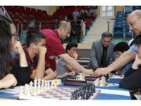 Düzce'de binin üzerinde katılım ile satranç turnuvası başladı