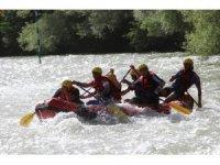 Günün rafting yarışını Vali Sonel tamamladı