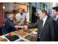 Bakan Eroğlu pazarda tezgah başına geçti biber fidesi sattı