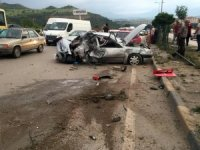 Karşı şeride geçen otomobil kamyonete çarptı: 7 yaralı