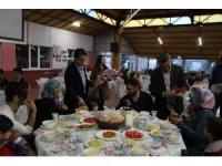 Başkan Tutal, yetim ve öksüzlerle iftar yemeğinde buluştu