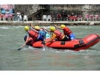 Raftingciler, şampiyonada dalgalara meydan okudu