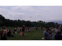 Çocuklar uçurtmaları ile gökyüzünü şenlendirdi