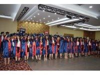 Lise öğrencileri kep atarak mezuniyet heyecanı yaşadı