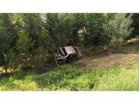 Otomobil şarampole uçtu, ağaçlar olası faciayı önledi