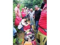 Dağlık alanda yaralanan motosikletçiyi ekipler kurtardı