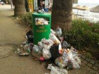 Erdek'i çöp götürüyor