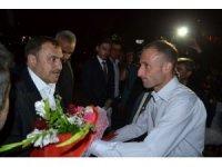Bakan Eroğlu, Sinanpaşa'da vatandaşlarla bayramlaştı