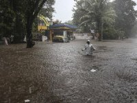 Hindistan'daki selde ölü sayısı 21 oldu