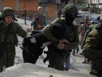 İsrail askerlerinden 13 Filistinliye gözaltı