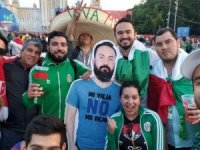 Meksikalı taraftarlar arkadaşlarının maketini Dünya Kupası'na getirdi