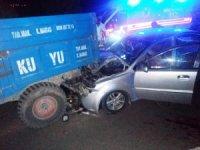 Otomobil traktör römorkuna çarptı: 5 yaralı